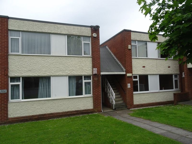 2 Bedrooms Flat for sale in 8 Lee Close, Prescot