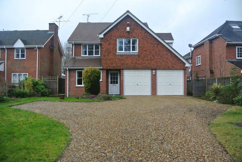 4 Bedrooms Detached House for sale in Reading Road, Chineham