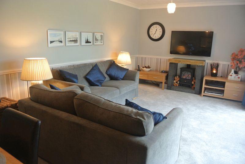 3 Bedrooms Detached Bungalow for sale in Carbonel Close, Basingstoke