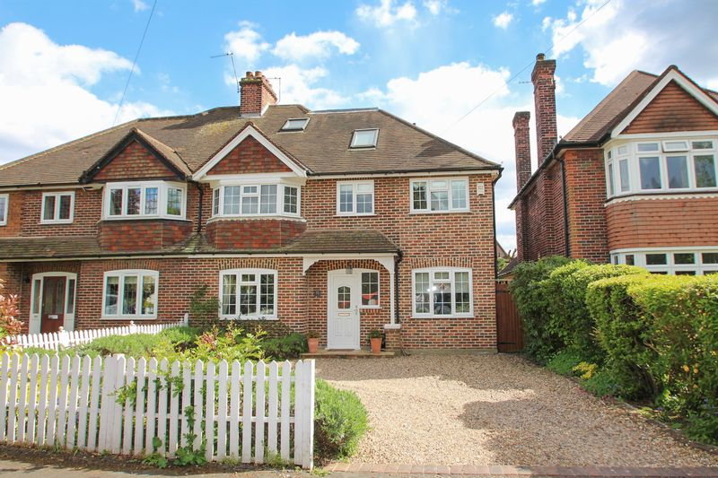 5 Bedrooms Semi Detached House for sale in Couchmore Avenue, Hinchley Wood