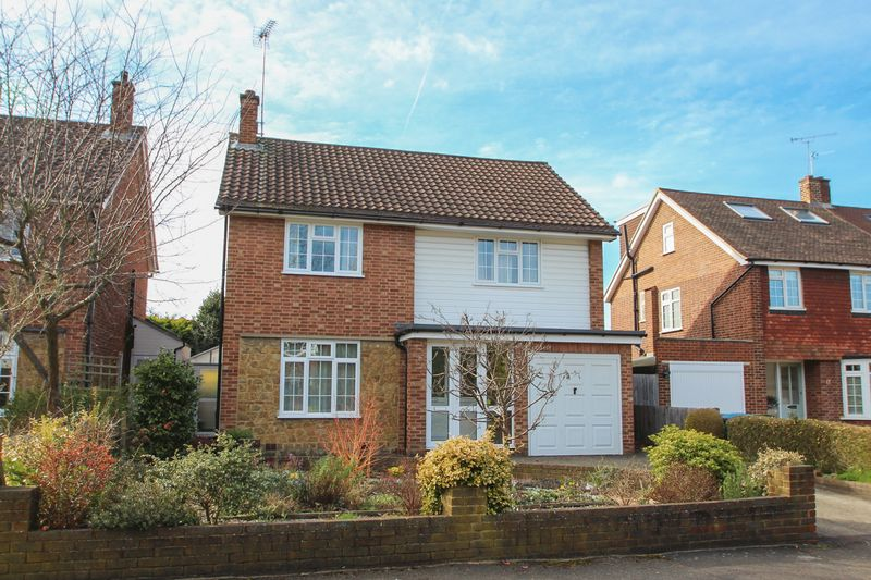 4 Bedrooms Detached House for sale in Devonshire Drive, Long Ditton