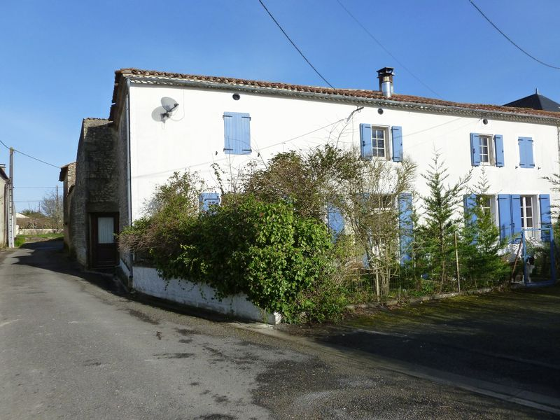 Good value 3 bed village house with studio