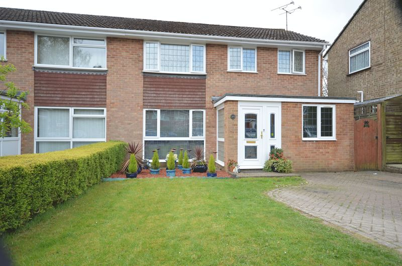 4 Bedrooms Semi Detached House for sale in Bartholomew Close, Haslemere