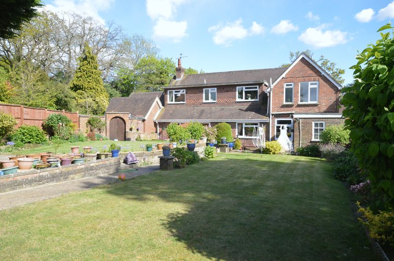 4 Bedrooms Detached House for sale in Haslemere Road,
