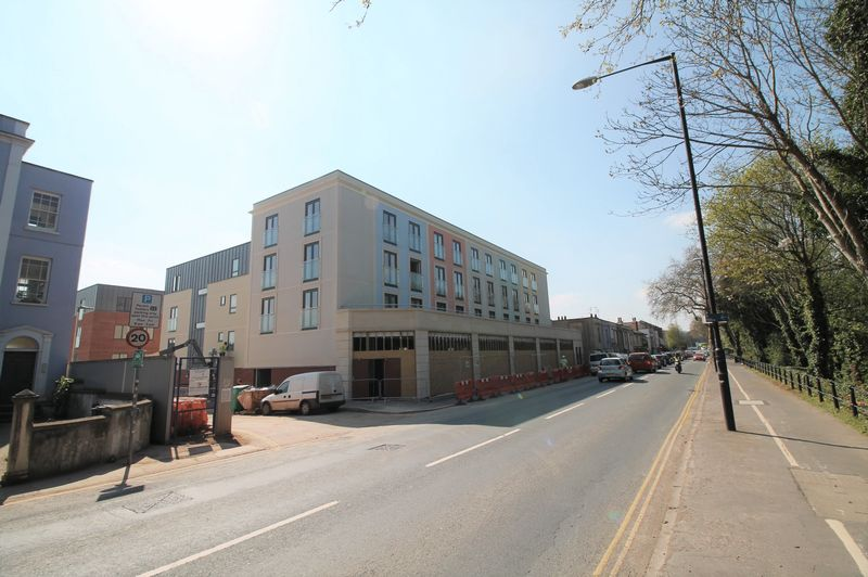 2 Bedrooms Flat for rent in Coronation Court, Coronation Road, Bristol