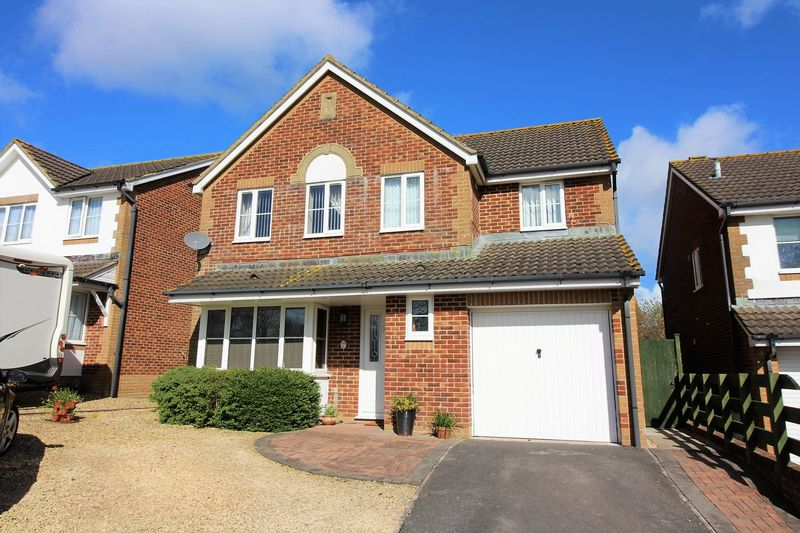 4 Bedrooms Detached House for sale in Redstart Road, Chard
