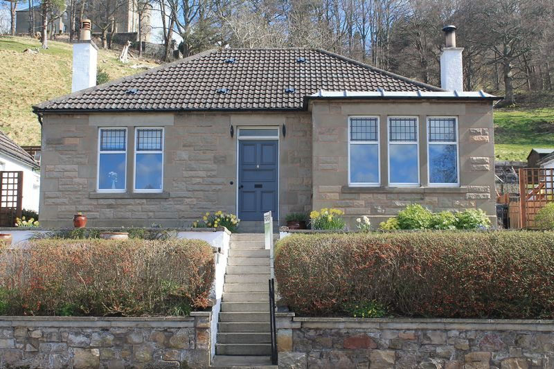 3 Bedrooms Bungalow for sale in 8 Edinburgh Road, Peebles, EH45 8DZ