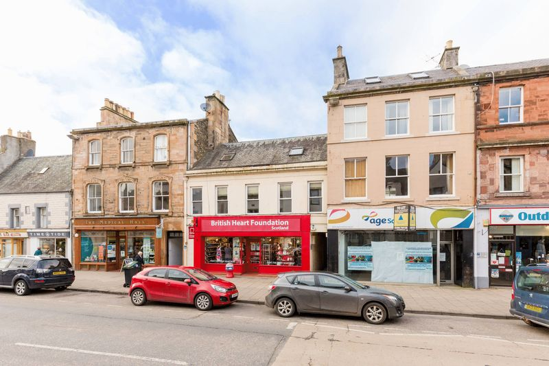 4 Bedrooms Flat for sale in 16 High Street, Deans Wynd, Peebles, EH45 8SF