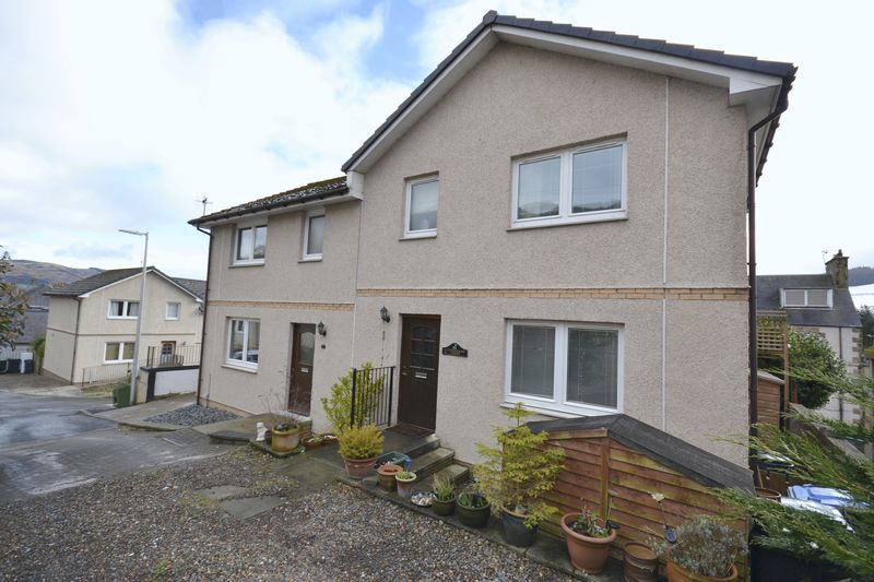 3 Bedrooms House for sale in 2 Tweedbank Court, Walkerburn, EH43 6AQ