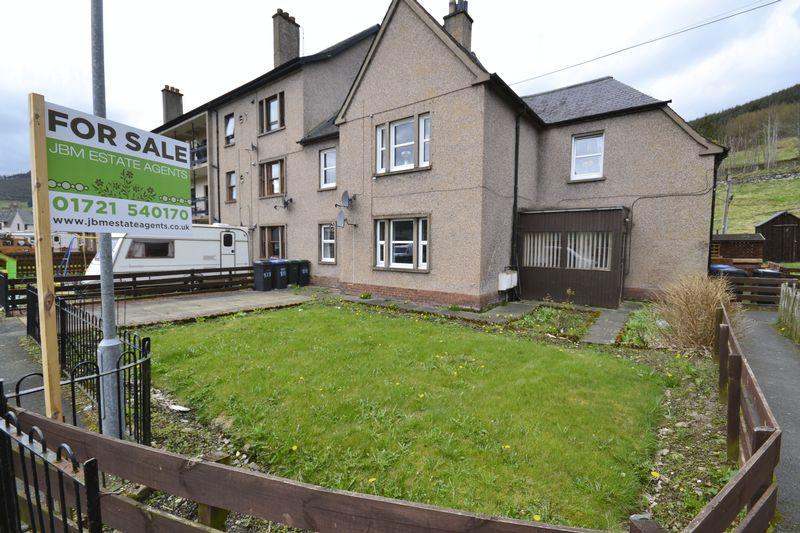 3 Bedrooms Flat for sale in 131 Tweedholm Avenue East, Walkerburn, EH43 6AP