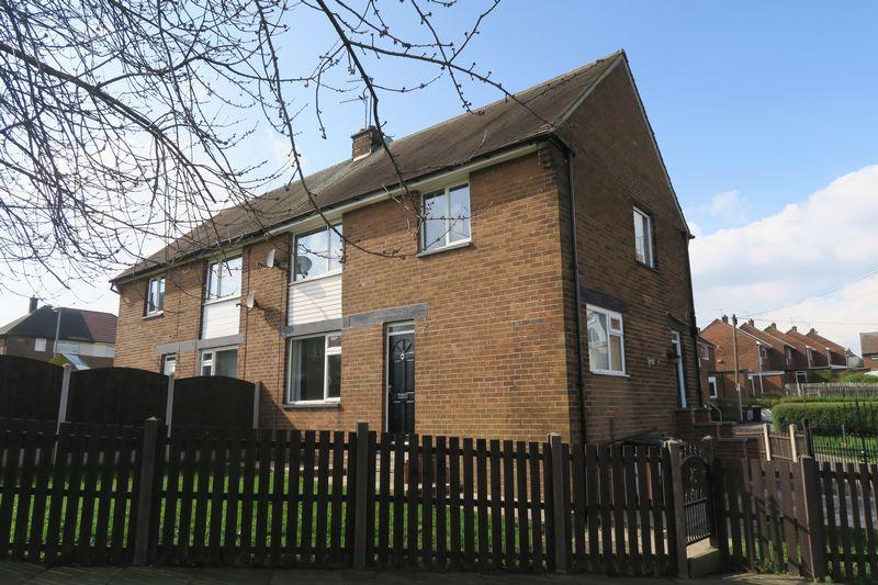 3 Bedrooms Semi Detached House for sale in Glen Road, Molrey, Leeds