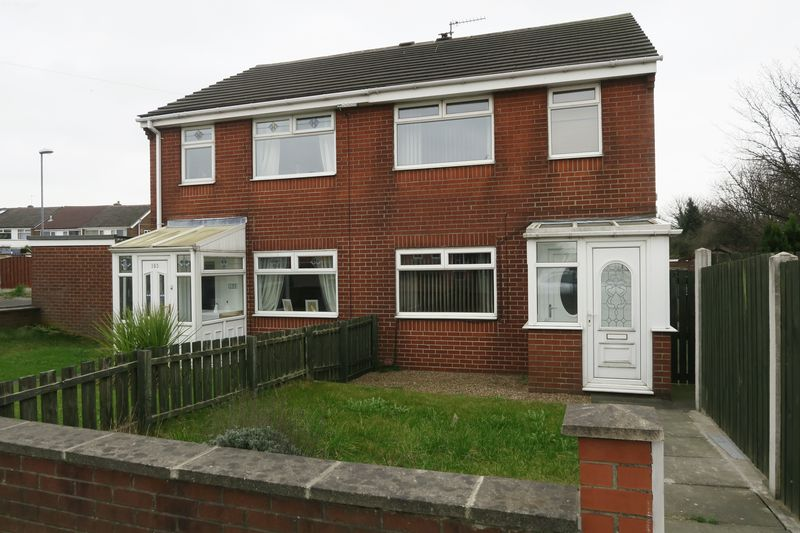 3 Bedrooms Semi Detached House for sale in Scotchman Lane, Morley, Leeds