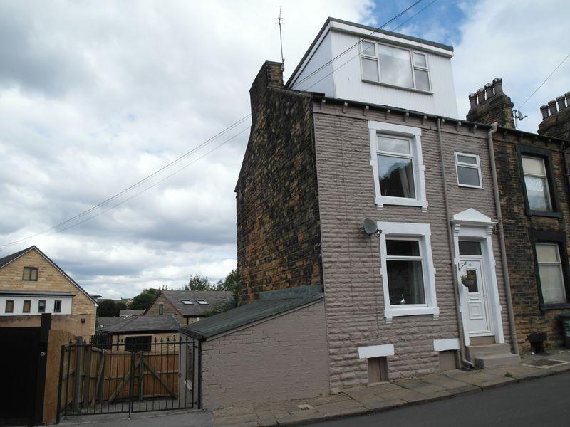 3 Bedrooms Terraced House for sale in Troy Road, Morley, Leeds