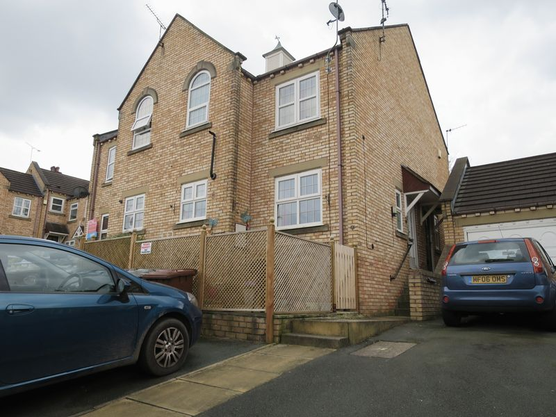 1 Bedroom House for sale in Old School Mews, Churwell, Leeds