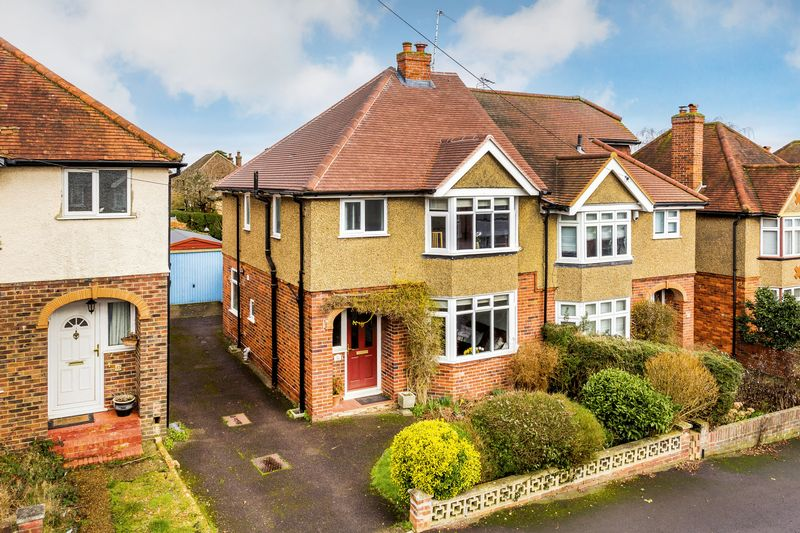3 Bedrooms Semi Detached House for sale in Byrefield Road, Guildford