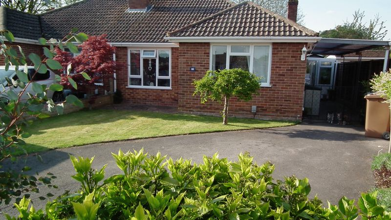 3 Bedrooms Semi Detached Bungalow for sale in Fairlands, Guildford