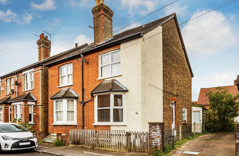 2 Bedrooms Semi Detached House for sale in North Road, Guildford