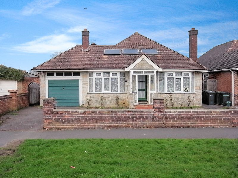 3 Bedrooms Detached Bungalow for sale in Fairlands, Guildford