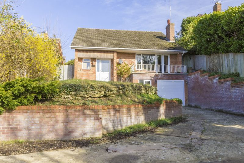 3 Bedrooms Detached House for sale in Copt Elm Close, Chartlon Kings