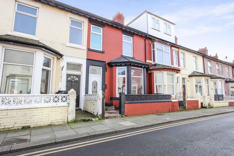 5 Bedrooms Terraced House for sale in Eaves Street, Blackpool FY1