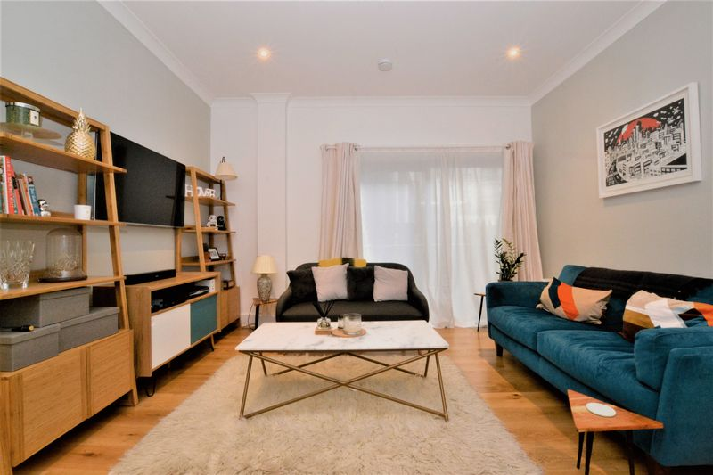 2 Bedrooms Flat for sale in Scarbrook Road, Croydon