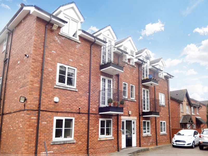 2 Bedrooms Flat for sale in Archway Walk, Newton-Le-Willows
