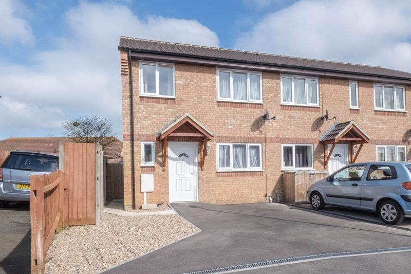 3 Bedrooms Terraced House for sale in Langley Crescent, Irthlingborough