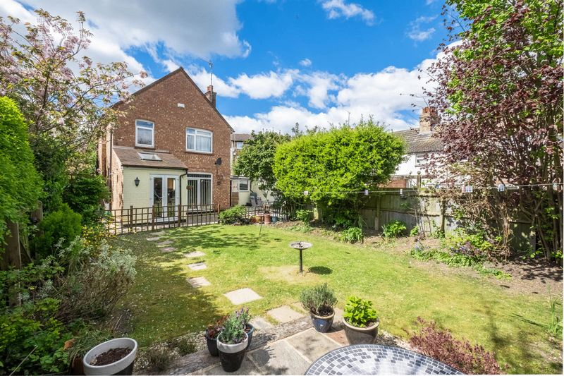 3 Bedrooms Detached House for sale in Cromwell Road, Rushden