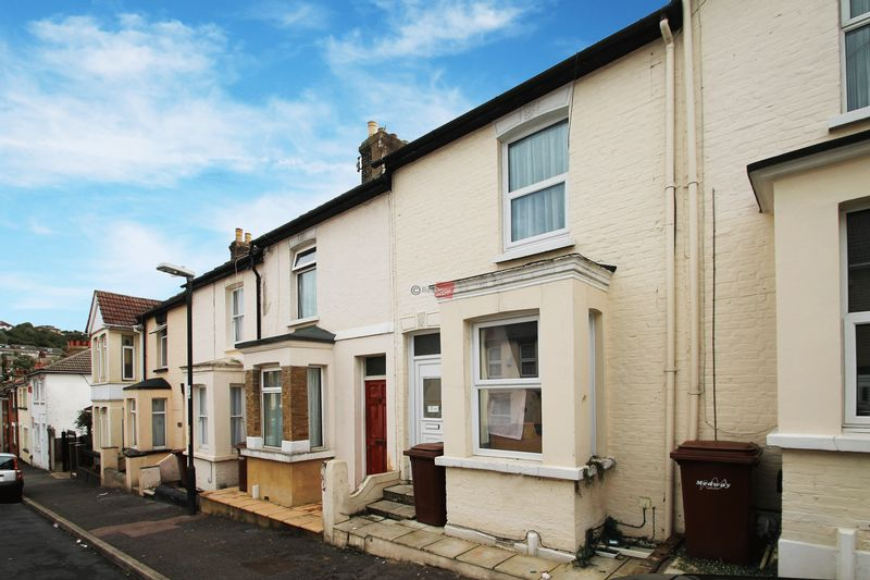 2 Bedrooms Terraced House for sale in Connaught Road, Chatham
