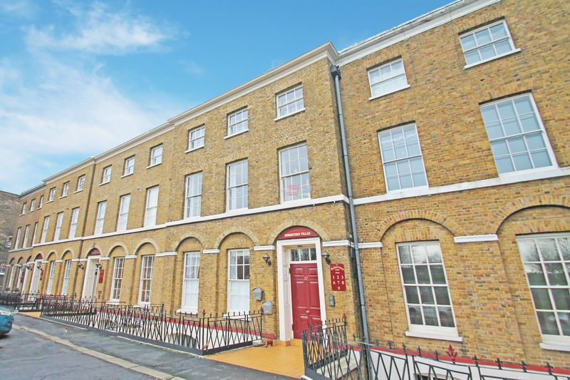 2 Bedrooms Flat for sale in 14 - 17 New Road, Rochester