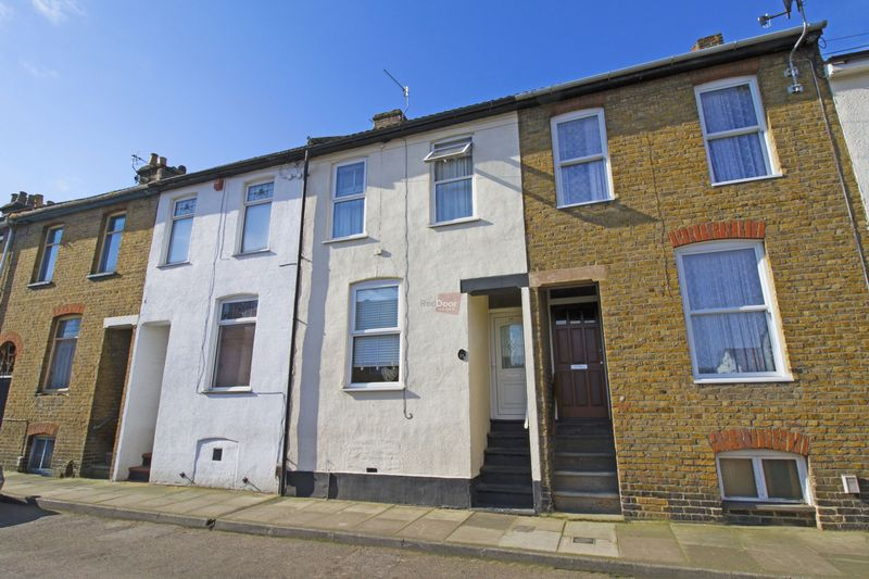2 Bedrooms Terraced House for sale in East Street, Chatham