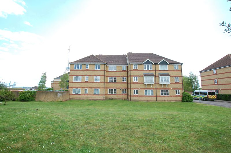 1 Bedroom Flat for sale in Grays