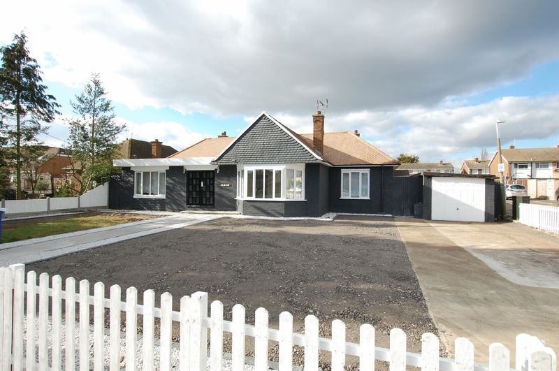 4 Bedrooms Detached Bungalow for sale in Stanford-Le-Hope