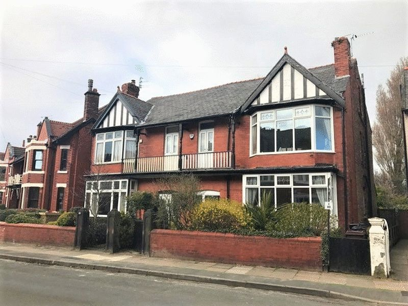 4 Bedrooms Semi Detached House for sale in Kimberley Drive, Crosby