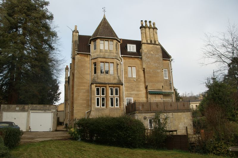 3 Bedrooms Flat for sale in Flat 3, Vale Lodge, Weston Park West, Bath