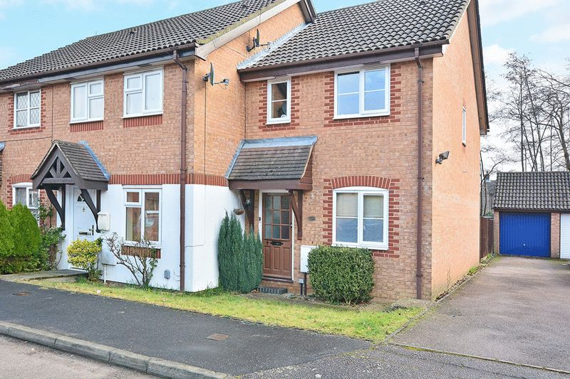2 Bedrooms Terraced House for sale in Manorfields, Bewbush Manor, CRAWLEY