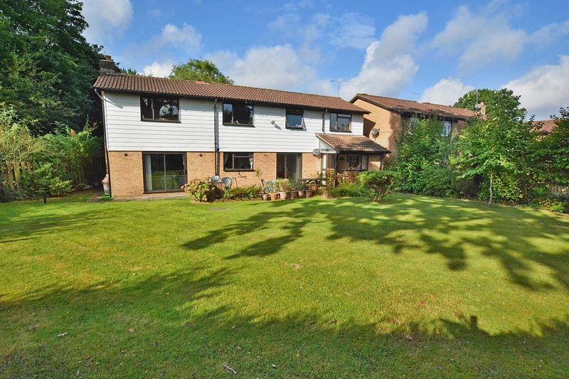 6 Bedrooms Detached House for sale in Erica Way, Copthorne, CRAWLEY, West Sussex