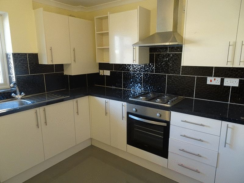 1 Bedroom Flat for sale in Broadwalk, CRAWLEY, West Sussex