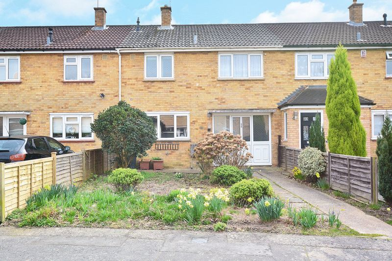 3 Bedrooms Terraced House for sale in Beeches Crescent, Southgate, CRAWLEY
