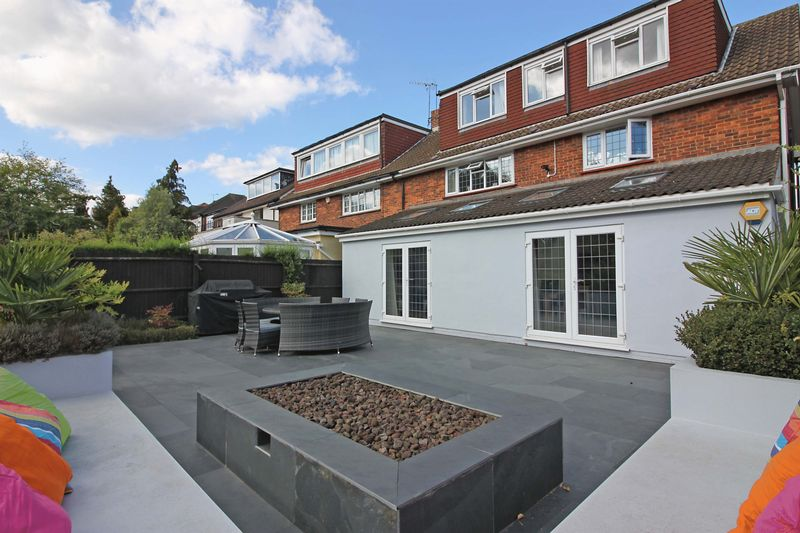 5 Bedrooms Semi Detached House for sale in Wellfields, Loughton