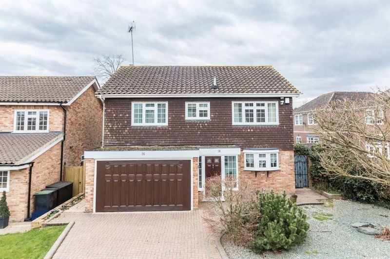 3 Bedrooms Detached House for sale in Longfield, Loughton