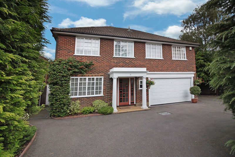 5 Bedrooms Detached House for sale in Church Lane, Loughton