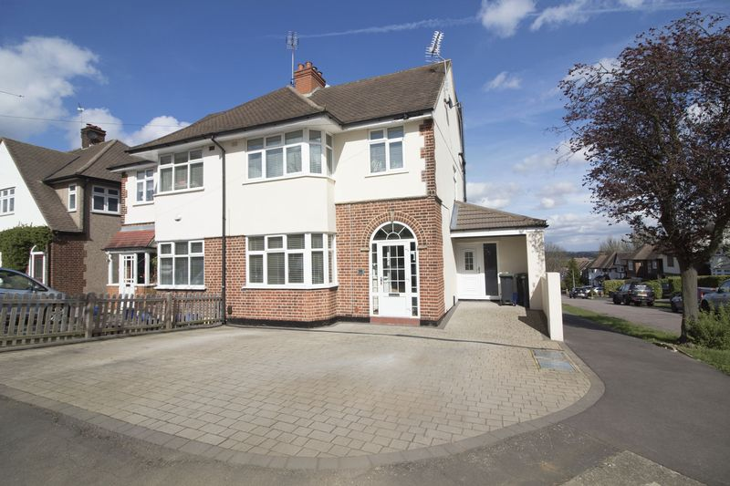 4 Bedrooms Semi Detached House for sale in Hilltop, Loughton
