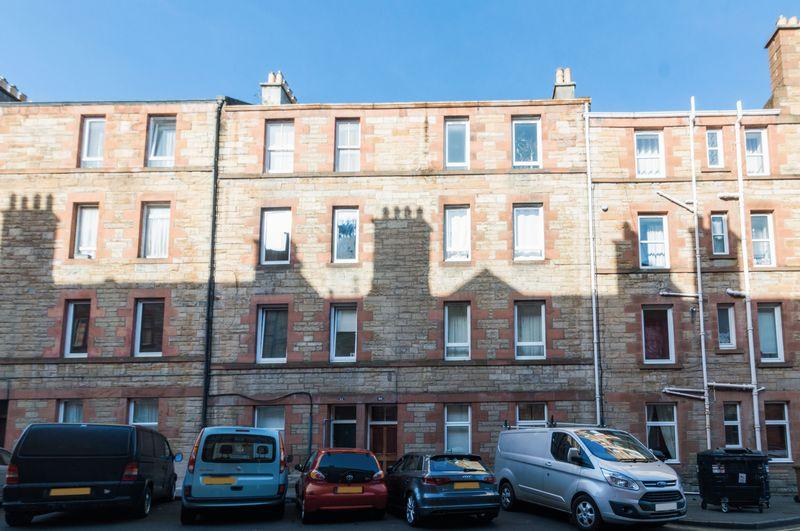 2 Bedrooms Flat for sale in 30/5 Milton Street, Abbeyhill, Edinburgh EH8 8HD