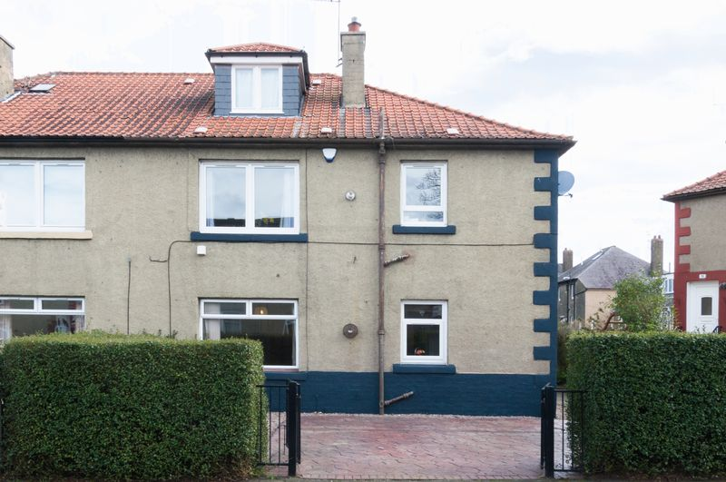 2 Bedrooms Flat for sale in 45 Grierson Crescent, Trinity, Edinburgh EH5 2AY