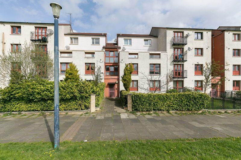 2 Bedrooms Flat for sale in 5/3 Clovenstone Gardens, Clovenstone, Edinburgh, EH14 3ET