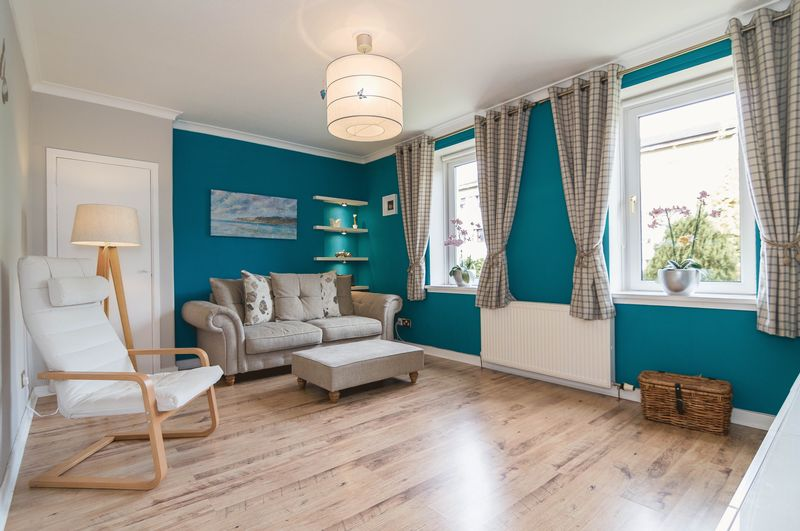 3 Bedrooms Flat for sale in 19/2 Ferry Road Avenue, Crewe, Edinburgh, EH4 4BE