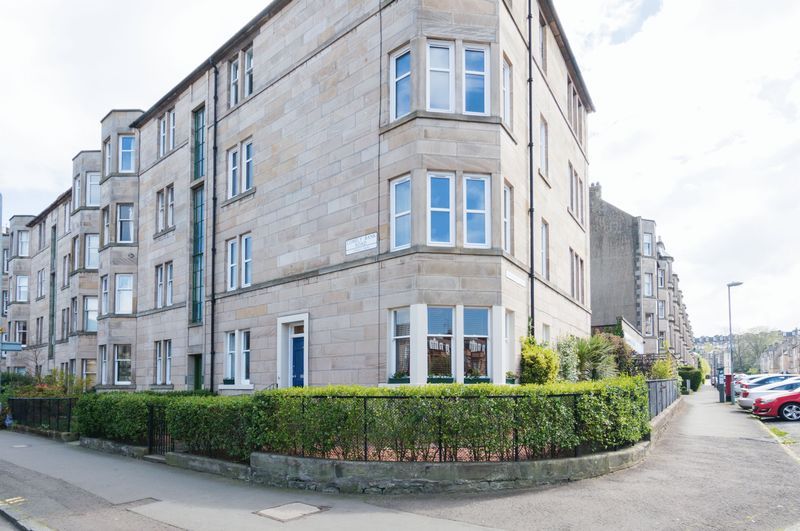 3 Bedrooms Flat for sale in 97 Comely Bank Road, Comely Bank, Edinburgh EH4 1BJ