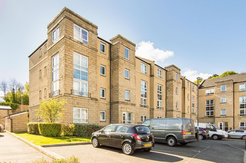2 Bedrooms Flat for sale in 2/4 Inglis Green Gait, Slateford, Edinburgh, EH14 2LG