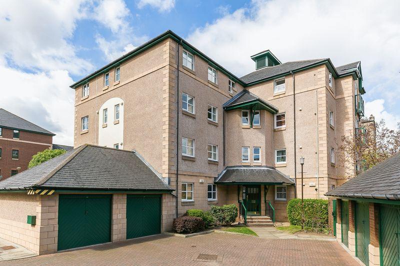 3 Bedrooms Flat for sale in 3/15 Silvermills, Stockbridge, Edinburgh, EH3 5BF